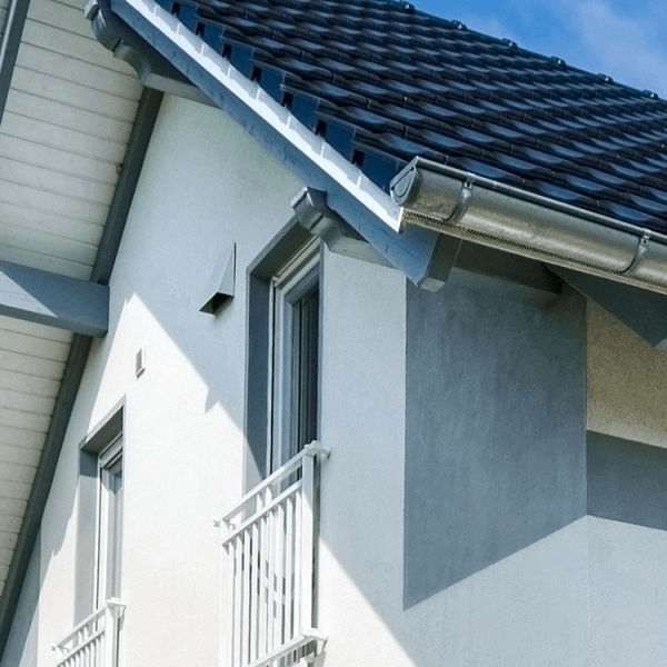 Acryl-Fassadenfarbe_Haus-Absatz-Grau